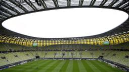 Stadion kebanggaan masyarakat Polandia ini dibangun pada 2008 dan selesai pada pertengahan 2011 dengan tujuan sebagai salah satu venue gelaran Piala Eropa 2012. (AP /Michael Sohn)