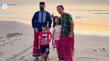 Anies Baswedan Nikmati Matahari Terbit di Pantai Teluk Penyu Cilacap