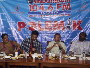 """Suasana diskusi """"Telenovela KPK-Polri"""" di Cikini, Jakarta, Sabtu (2/5/2015). Diskusi tersebut membahas hubungan antara KPK dan Polri yang kembali memanas. (Liputan6.com/Helmi Afandi)"""