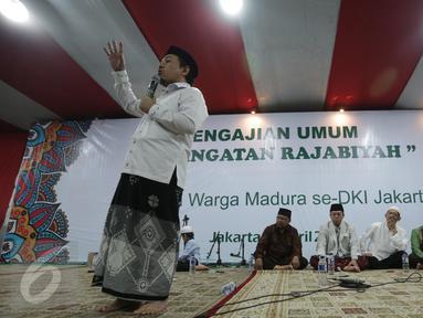 Tokoh Muda NU, H. Nusron Wahid saat menghadiri pengajian umum peringatan Rajabiyah, Jakarta, Minggu (2/4). Sebanyak 2500 masyarakat madura yang berada di Jakarta hadir untuk mengikuti pengajian umum. (Liputan6.com/Faizal Fanani)