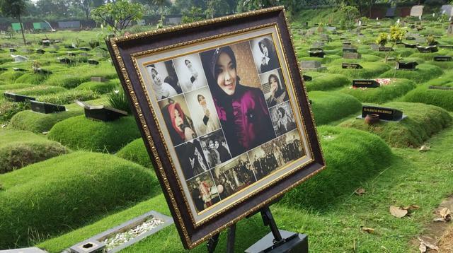 Pemakaman Rina Gunawan. (Liputan6.com/ Sapto Purnomo)