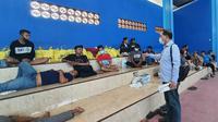 Polisi amankan pelaku perusakan dan penganiayaan di Situbondo, Jawa Timur. (Foto: Liputan6.com/Dian Kurniawan)