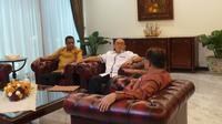 Ketua Umum Partai Golkar Aburizal Bakrie alias Ical menemui Wapres Jusuf Kalla (Liputan6.com/ Silvanus Alvin)