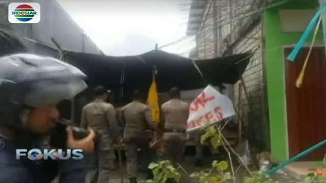 Petugas memastikan posko tetap akan mereka bongkar jika para pengunjuk rasa mendirikan lagi.