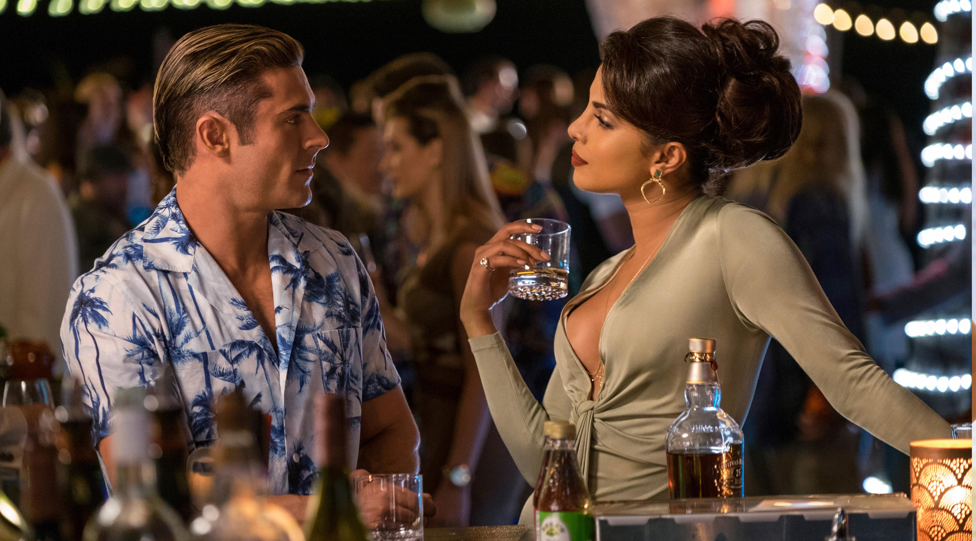 Aktor Zac Efron sebagai Matt Brody saat beradu akting dengan aktris Priyanka Chopra yang memerankan Victoria Leeds di film