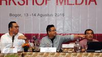 Ketua Komite Ekonomi dan Industri Nasional (KEIN), Soetrisno Bachir (tengah) memberi pandangan saat menjadi pembicara kunci pada Workshop Media di Bogor, Sabtu (13/8/2016). Workshop mensosialisasikan program kerja KEIN. (Liputan6.com/Helmi Fithriansyah)
