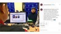 Seperti dilansir akun Instagram @polantasindonesia, Senin (7/10/2019), sama dengan background yang digunakan, warna biru pada pakaian dan jilbab dapat membuat sebagian foto hilang.