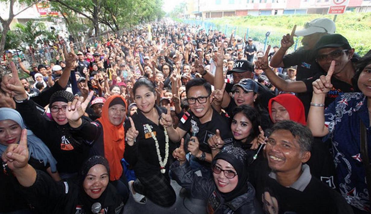 Banyak selebriti dijadikan sebagai penarik masa dalam salah satu calon pasangan dalam Pilkada. Begitu juga dalam Pemilihan gubernur dan wakil gubernur DKI Jakarta. Beberapa selebriti ikut terlihat dalam kampanye. (dok. Instagram)