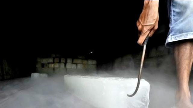 Es batu yang terjangkit bakteri Coliform atau yang biasa disebut Ecoli, beredar luas di Ibukota Jakarta. Penemuan ini bermula dari laporan warga yang mengaku keracunan, usai mengonsumsi es batu.