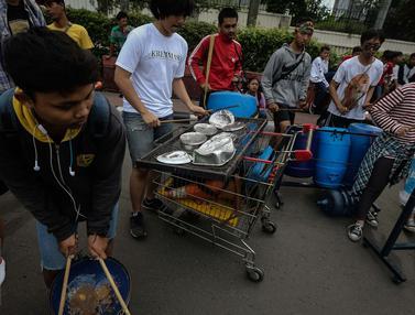 20170115- Atraksi Musik Menggunakan Barang-barang Bekas di CFD-Jakarta- Faizal Fanani