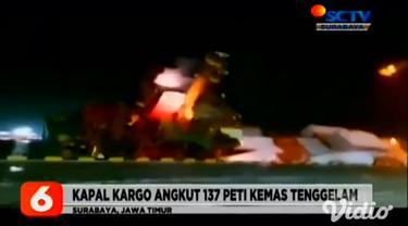 Ditpolair Polda Jawa Timur mengintensifkan patroli di sekitar lokasi kapal kargo MV Mentari Crystal yang tenggelam pada Minggu malam (15/11). Anggota Ditpolair Polda menggunakan dua kapal patroli guna mengantisipasi penjarahan isi dari delapan kontai...
