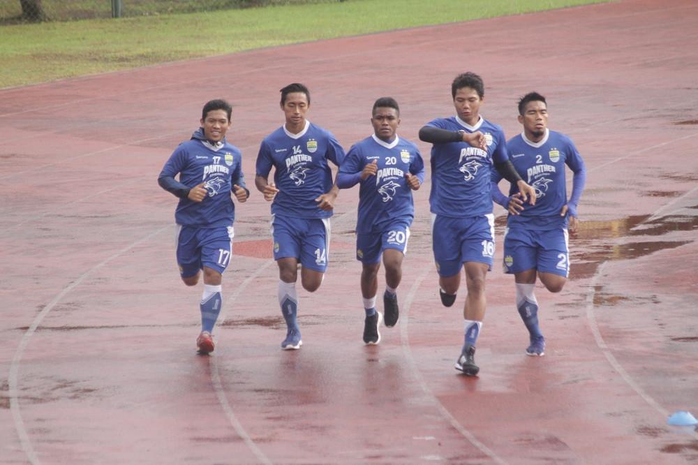 Persib kembali menempa diri di Batam. (Bola.com/Ronald Seger Prabowo)
