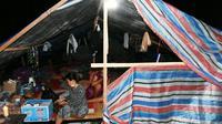 Kementerian ESDM bagikan lampu tenaga surya pada korban gempa di Sulteng. Dok: Kementerian ESDM