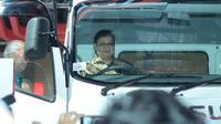 Menteri Perindustrian Menjajal truk New Isuzu Giga saat acara pembukaan Gaikindo Indonesia International Commercial Vehicle Expo 2018 di JCC Senayan, Jakarta, Kamis (2/3/2018)