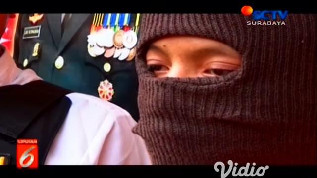 MA, pemuda 20 tahun, warga Desa Mengelo, Kecamatan Suko, Kabupaten Mojokerto, Jawa Timur ini hanya bisa tertunduk lesu, setelah dijatuhi hukuman kebiri kimia
