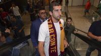 Henrikh Mkhitaryan resmi bergabung dengan AS Roma. (Twitter AS Roma)