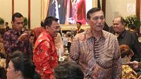 Menteri Koordinator Bidang Kemaritiman Indonesia, Luhut Binsar Panjaitan seusai menghadiri perayaan  ulang tahun pendiri PT Mustika Ratu Tbk, Mooryati Soedibyo yang ke 90 di kawasan Gatot Subroto, Jakarta, Jumat (5/1). (Liputan6.com/Herman Zakharia)