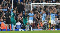 Striker Tottenham Hotspur, Fernando Llorente, merayakan gol ke gawang Manchester City dalam laga leg kedua perempat final Liga Champions 2018-2019 di Etihad Stadium, Kamis dini hari WIB (18/4/2019). (AFP/Lindsey Parnaby)