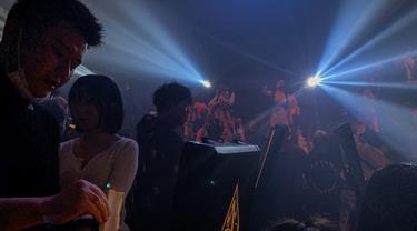 Melihat Kelab Malam di Wuhan yang Kembali Ramai