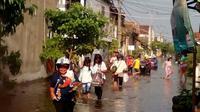 Banjir rob nyaris tanpa henti menggenangi dua desa di pesisir Demak. (Liputan6.com/Edhie Prayitno Ige)