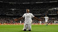 Winger Real Madrid, Rodrygo, berhasil menyumbangkan satu gol sekaligus membantu timnya menang 2-0 atas Osasuna pada laga pekan keenam La Liga, di Santiago Bernabeu, Rabu (25/9/2019). (AFP/OSCAR DEL POZO)