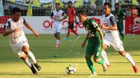 Persebaya Surabaya berhasil mengalahkan Arema FC dengan skor 1-0 pada pertadingan pekan ketujuh Liga 1 2018. (Bola.com/Aditya Wani)
