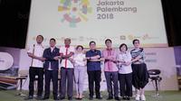 Foto bersama perwakilan Kemenpora, Emtek, INASGOC dan atlet saat jumpa pers di SCTV Tower, Jakarta, Kamis, (8/2/2018). Emtek Group akan menayangkan siaran Asian Games 2018. (Bola.com/M Iqbal Ichsan)