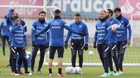 Para pemain timnas Chile selama sesi latihan menjelang pertandingan Copa America 2021 melawan Brasil di Santiago, Rabu (30/6/2021). Laga Brasil vs Chile di babak perempat final akan berlangsung di Stadion Nilton Santos pada Sabtu, 3 Juli 2021. (CARLOS PARRA/ANFP/AFP)