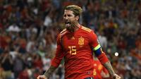 Kapten Timnas Spanyol, Sergio Ramos, dalam laga kualifikasi Piala Eropa 2020 melawan Swedia (6/10/2019). (AFP/Pierre-Philippe Marcou)