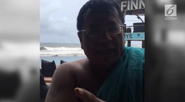 Selepas bermain air di pantai Bali, Hotman Paris memberi pesan kepada buaya darat.