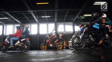Pemudik Bersepeda Motor Penuhi Pelabuhan Merak