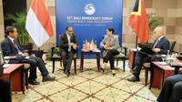 Menteri Luar Negeri RI Retno Marsudi melakukan pertemuan bilateral dengan Menteri Luar Negeri dan Kerja Sama Timor Leste Dionisio Soares di sela-sela kegiatan Forum Demokrasi Bali (Bali Democracy Forum/BDF) ke-12 di Nusa Dua, Bali. (Dokumentasi Kemlu RI)