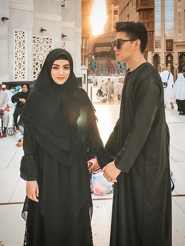 [Fimela] Ifan Seventeen dan Istri