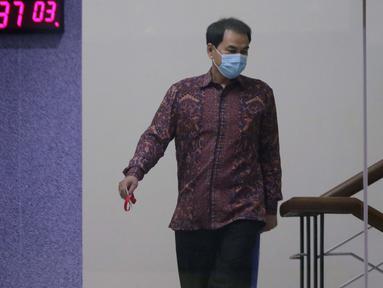Wakil Ketua DPR RI, Azis Syamsuddin usai menjalani pemeriksaan di Gedung KPK, Jakarta, Rabu (9/6/2021). Azis Syamsuddin diperiksa sebagai saksi terkait kasus dugaan suap penanganan perkara yang menyeret penyidik KPK dari unsur Polri, Stefanus Robin Pattuju. (Liputan6.com/Helmi Fithriansyah)