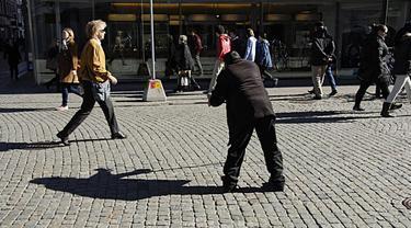 Pemerintah kota Eskilstuna, Swedia terbitkan surat izin mengemis. Harganya Rp372 ribu berlaku selama tiga bulan.
