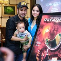Demi membuat kenangan bagi buah hatinya, Raffi Ahmad bekerja sama dengan Anggy Umbara membuat film anak-anak. Rafathar nama judul film yang dibuat berdasarkan nama anak Raffi Ahmad dan Nagita. (Adrian Putra/Bintang.com)