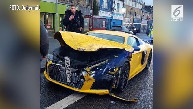 Sebuah supercar menabarak mobil keluarga yang berisi 3 orang di dalamnya. Beruntung semua korban selamat tanpa luka apapun.