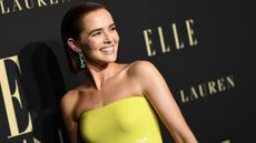 Aktris AS Zoey Deutch berpose saat tiba menghadiri penghargaan ELLE Women ke-26 di Hollywood di Beverly Hills, California (14/10/2019). Zoey Deutch tampil cantik mengenakan gaun berwarna kuning. (AFP Photo/Valerie Macon)