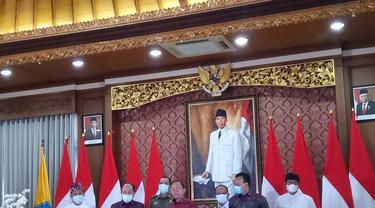 Gubernur Koster Saat Bacakan Surat Edaran ke Bali Wajib Kantongi Hasil Test Swab
