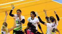 Tim putri Jakarta Pertamina Energi merayakan kemenangan atas Jakarta BNI Taplus pada seri kedua putaran pertama kompetisi bola voli Proliga 2018 di GOR Temenggung Abdul Djamal, Batam, Sabtu (27/1/2018). (Humas PBVSI)