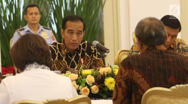 Presiden Joko Widodo saat melakukan pertemuan dengan pimpinan KPK di Istana Bogor, Jawa Barat, Rabu (4/7). Pertemuan tersebut untuk membahas Rancangan Kitab Undang-undang Hukum Pidana (RKUHP). (Liputan6.com/Angga Yuniar)