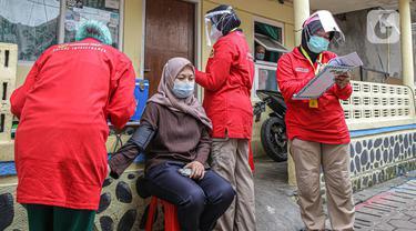 Vaksinasi COVID-19 Secara Dari Rumah ke Rumah di Bogor