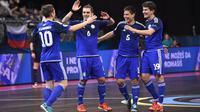 Para pemain tim nasional futsal Kazakhstan saat merayakan gol ke gawang Italia, pada perempat final Piala Eropa Futsal 2016, di Belgrade Arena, Selasa atau Rabu (10/2/2016) dini hari WIB. (UEFA).