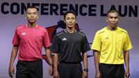 Perwakilan wasit berpose saat Peluncuran Shopee Liga 1 di SCTV Tower, Jakarta, Senin (13/5). Sebanyak 18 klub akan bertanding pada Liga 1 mulai tanggal 15 Mei. (Bola.com/Vitalis Yogi Trisna)