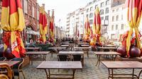 Meja dan kursi terlihat di luar restoran yang tutup di Berlin, ibu kota Jerman (22/3/2020). Demi menahan laju penyebaran coronavirus baru (COVID-19), Jerman melarang pertemuan publik lebih dari dua orang, menurut langkah terbaru negara tersebut yang diumumkan pada Minggu (22/3). (Xinhua/Binh Truong)