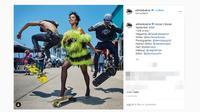Adinda Bakrie saat pemotretan untuk majalah Harper's Bazaar di Los Angeles, Amerika. (Screenshot Instagram @adindabakrie/https://www.instagram.com/p/B1L-SiGpebk/Putu Elmira)