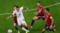 Timnas Prancis meraih kemenangan 2-1 atas Spanyol pada laga final UEFA Nations League 2020/2021 di San Siro, Senin (11/10/2021) dini hari WIB. Hasil itu membuat Prancis berhak atas trofi juara. (AFP/Miguel Medina)