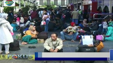 Menurut data pihak pengelola Stasiun Pasar Senen, lebih dari 20 ribu penumpang telah diberangkatkan melalui stasiun ini dengan berbagai tujuan.