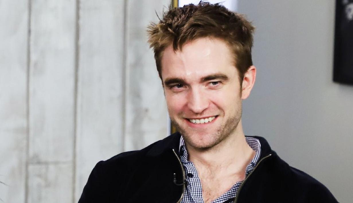 Robert Pattinson sepertinya telah menemukan kekasih terbaru di musim panas ini usai berpisah dari FKA Twigs. (Getty Images/Hollywood Reporter)