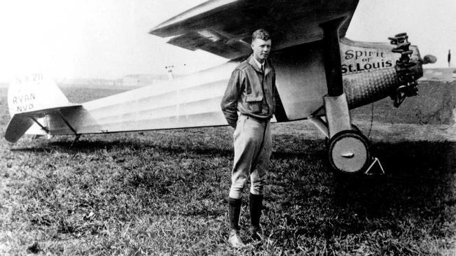 Penerbang Charles Lindbergh mengaku merasa ada yang